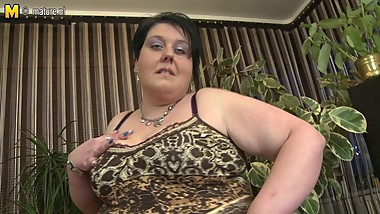 Naughty BBW MOM loves to get dirty