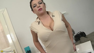 Sexy mom with big saggy tits and thirsty pussy