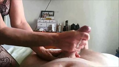 Experienced MILF gives him a handjob
