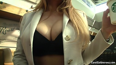 Carol Goldnerova public flashing