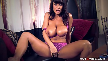 Hot Busty Milf Lisa Ann Orgasming Hard