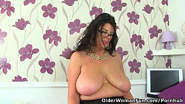 UK milf Lulu Lush is your perfect secretary today