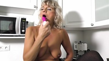 Sexy mature blonde with pink toy - 4K