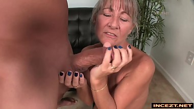 Leilani Lei gets a huge cumshot