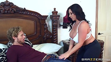 Brazzers - Milf Sheridan Love sucks cock