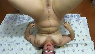 mature lady with big tits, urinating in nylon pantyhose