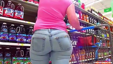 Soccer Mom Gone Shopping in Thick Jeans