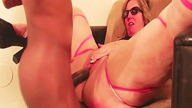 Big Booty White MILF Cheats With Black Cock While Husband Is Away