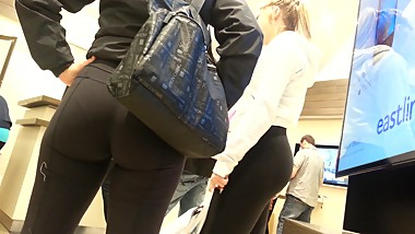 Candid mom and daughter asses in yoga pants