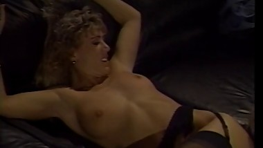 '80s mom gets her pussy licked on the couch